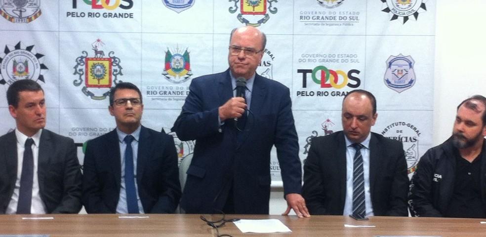 Secretário de segurança do Rio Grande do Sul, Cezar Schirmer, salientou que planejamento de transferência de presos começou em março (Foto: Renato Soder/RBS TV)
