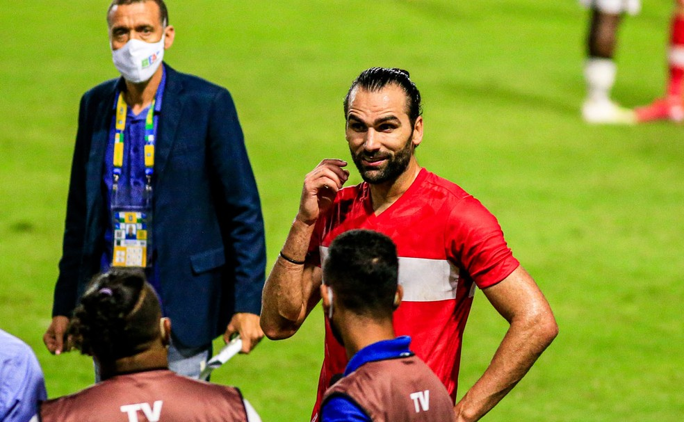 Léo Gamalho tem 18 gols na temporada — Foto: Ailton Cruz/Gazeta de Alagoas