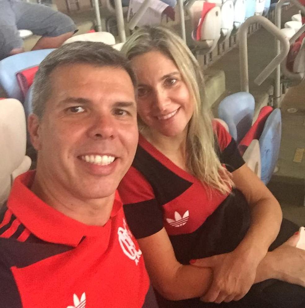 Gustavo Zeitone e a esposa Paula, torcedores fanáticos do Flamengo — Foto: Arquivo Pessoal
