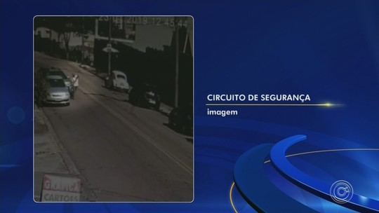 Motorista se atrapalha com carro automático e causa atropelamento; vídeo