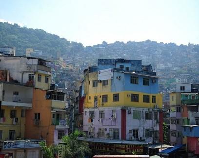 Mesmo com queda no faturamento, 80% das empresas em favelas não demitiram