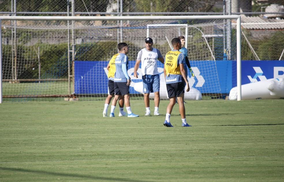 Renato treino do Grêmio — Foto: Lucas Bubols