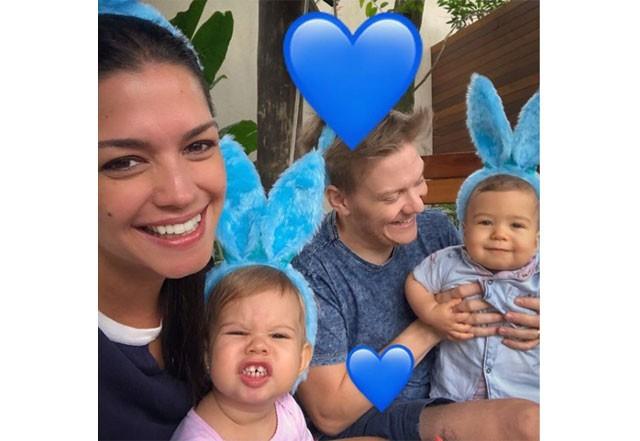 Thais Fersoza com Michel Teló e os pequenos Melinda e Teodoro (Foto: Reprodução / Instagram)