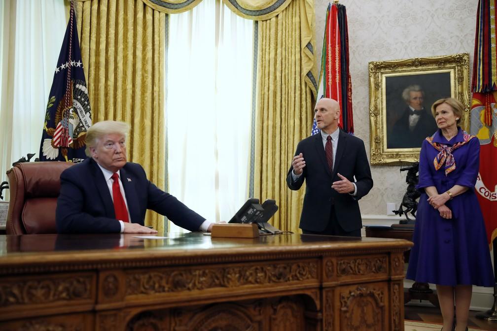 Donald Trump anuncia o uso de antiviral no combate à Covid-19 nos Estados Unidos — Foto: Alex Brandon/AP