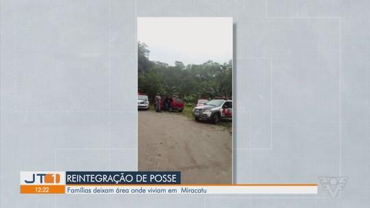 Famílias deixam sítio após reintegração de posse em Miracatu