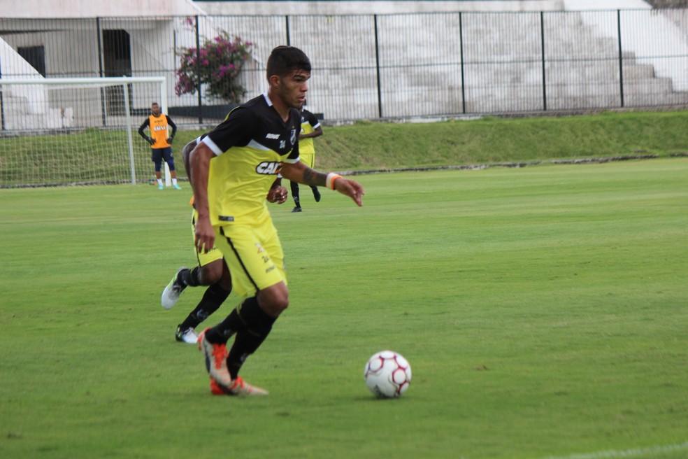 Berguinho treinou entre titulares e teve a companhia de Fessin e Gegê (Foto: Diego Simonetti/Blog do Major)