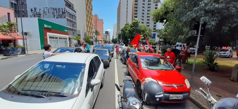 Manifestação contra o governo de Jair Bolsonaro, em Campinas — Foto: Johhny Inselsperger/ EPTV