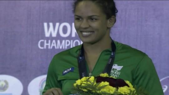 Atrás da medalha: Aline Silva