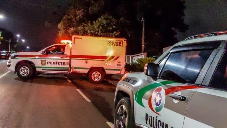 Corpo de policial morto a facadas em SC passa por necropsia; filha e amiga são suspeitas, diz polícia