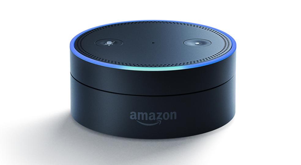 Echo Dot é a versão mais simples do Amazon Echo, que também recebe a assistente Alexa (Foto: Divulgação/Amazon)