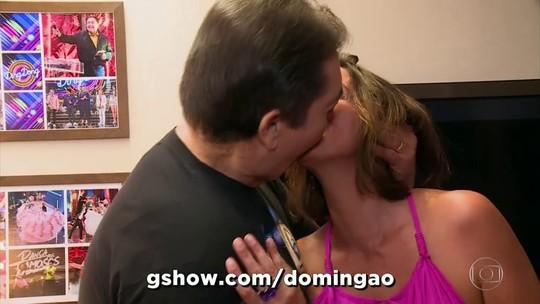 Famosos celebram beijão dado por Faustão na sua esposa, em matéria no 'Domingão'