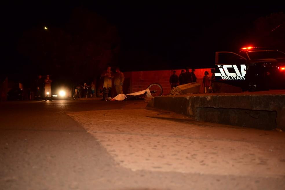 Adevilson morreu no local após ser atingido por vários tiros — Foto: PM/Divulgação