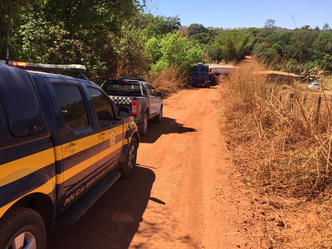 Motorista simula roubo para ficar com carga de 43 mil litros de álcool no DF, diz polícia
