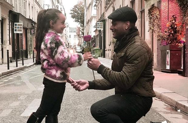Tony Salles e a pequena Giulia, sua filha com Scheila Carvalho (Foto: Reprodução / Instagram)