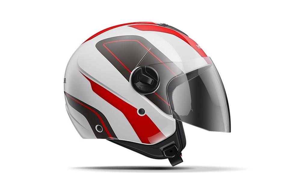 O capacete aberto é muito utilizado no litoral, mas oferece menor segurança — Foto: Divulgação Arquivo Honda