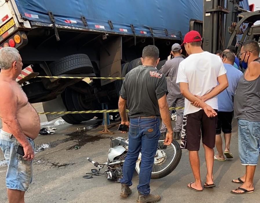 Acidente entre moto e caminhão mata jovem de 22 anos em Iracemápolis