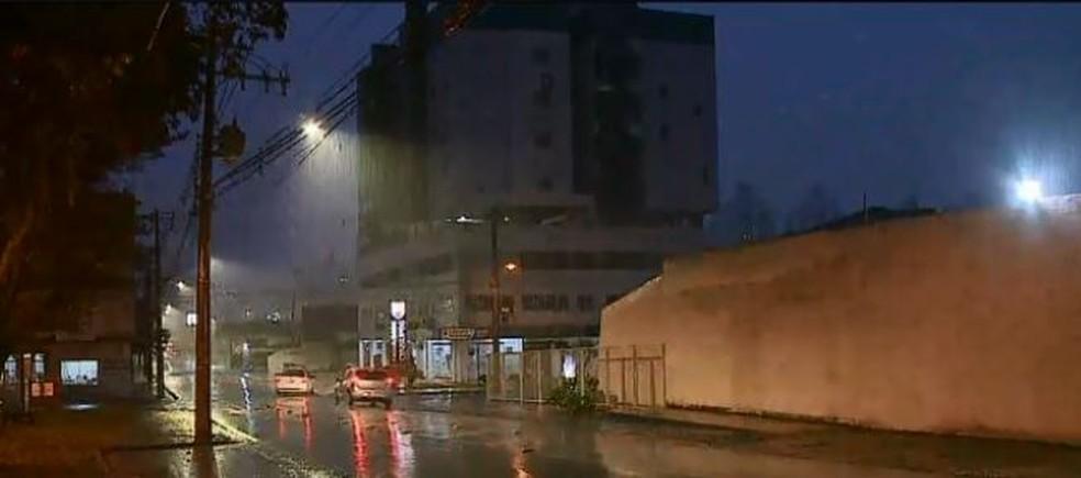Chuva em Criciúma na manhã desta quarta-feira— Foto: Reprodução/ NSC TV