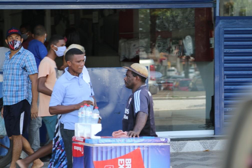 Pessoas sem máscaras também foram encontradas nesta segunda-feira (25) — Foto: Adriano Soares/Grupo Mirante