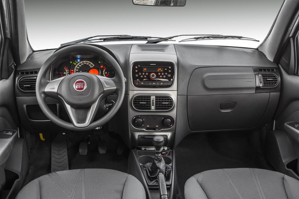 Interior da Fiat Weekend sem ar-condicionado — Foto: Divulgaçãp