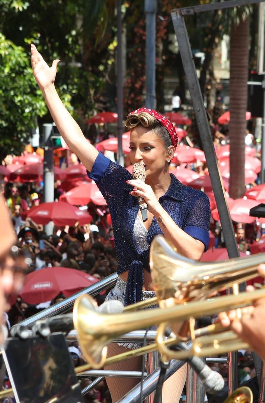 Claudia Leitte canta em cima do trio — Foto: Reginaldo Teixeira/ Divulgação