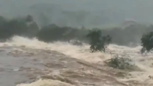 Rompimento da barragem na Bahia (Foto: Reprodução)