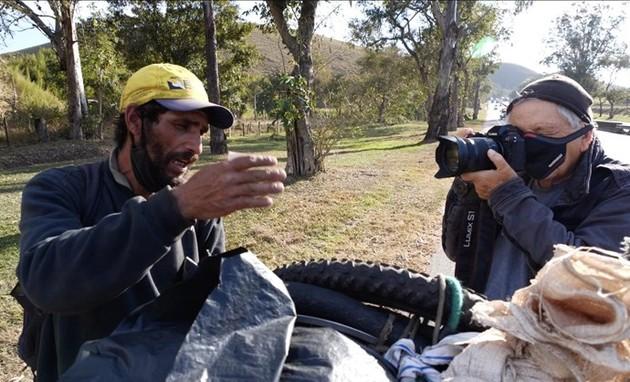 Fernando Gabeira grava um documentário para a GloboNews (Foto: Divulgação)