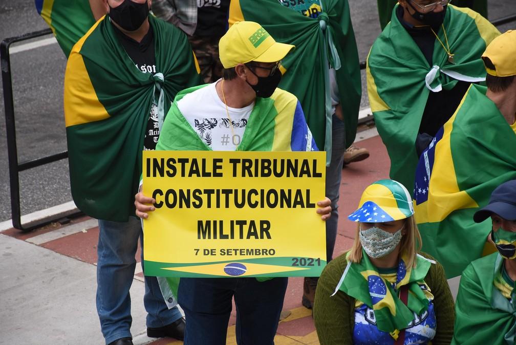 Apoiadores do presidente Jair Bolsonaro participam de ato na Avenida Paulista, na região central de São Paulo, na manhã desta terça-feira (7) — Foto: Celso Luix/Futura Press/Estadão Conteúdo