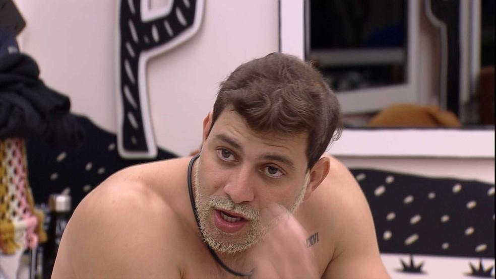 Caio imagina divisão de brothers no grupo VIP do BBB21 e declara: 'Não adianta tentar agradar todo mundo' — Foto: Globo