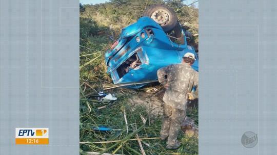 Caminhoneiro morre após cair de ribanceira na LMG-868, em São Tomé das Letras, MG