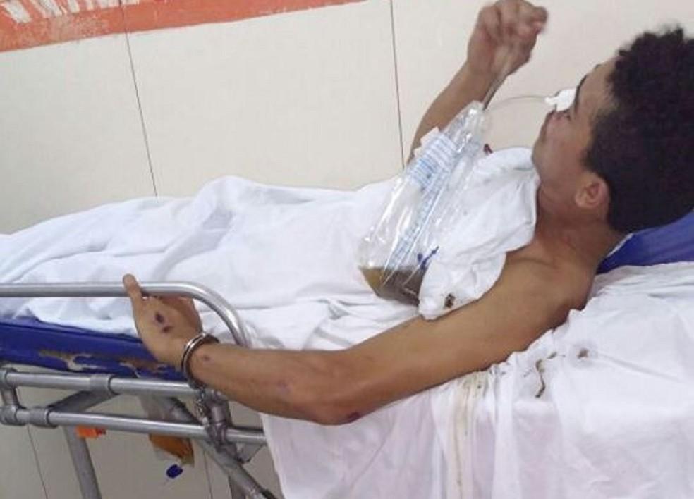 Homem foi algemado em maca no Hospital Santa Catarina, mas conseguiu fugir (Foto: Cedida)