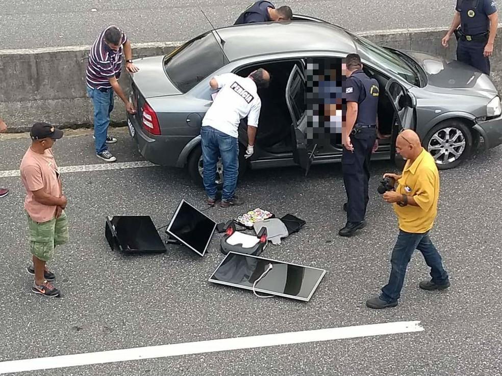 e89bec704 ... Suspeito é encontrado morto dentro de carro na Rodovia Padre Manoel da  Nóbrega