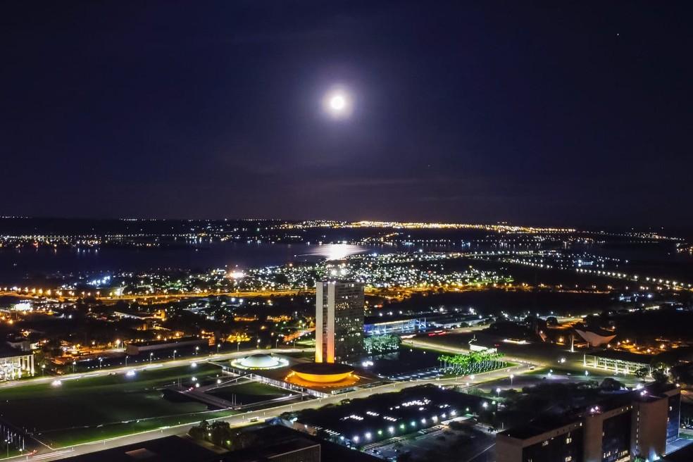 Lua cheia no céu de Brasília, nesta quarta-feira (30); em imagem de arquivo — Foto: Leo Caldas/Arquivo pessoal