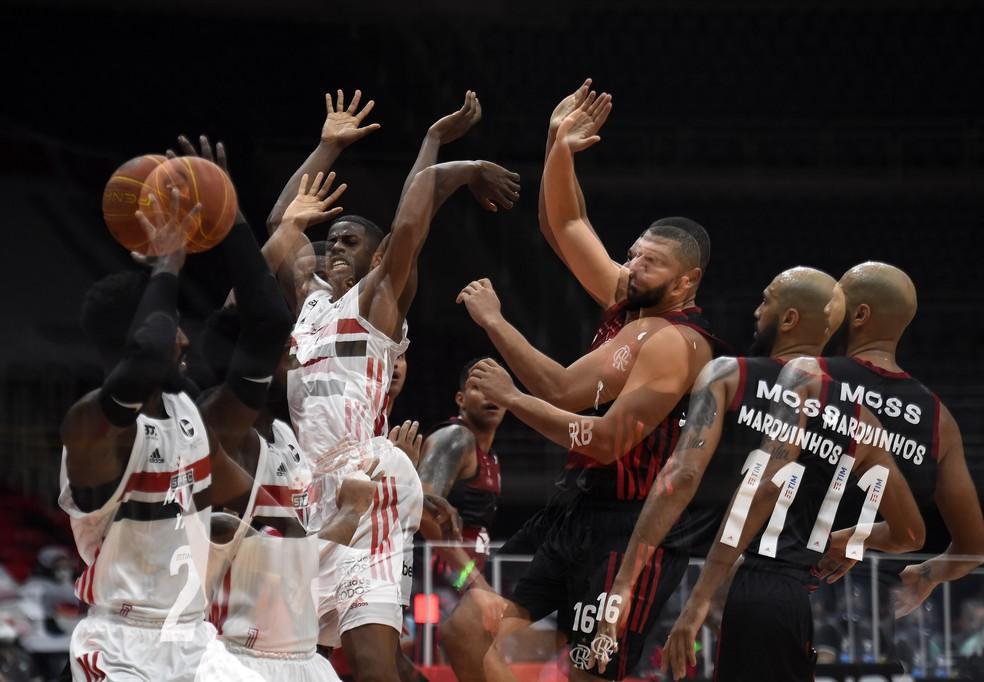 Flamengo e São Paulo foram os finalistas da última edição do NBB — Foto: André Durão