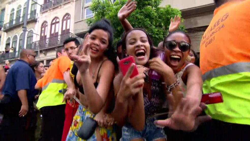 Público vibra com apresentação do Bloco das Poderosas no Centro do Rio de Janeiro (Foto: Reprodução/ TV Globo)