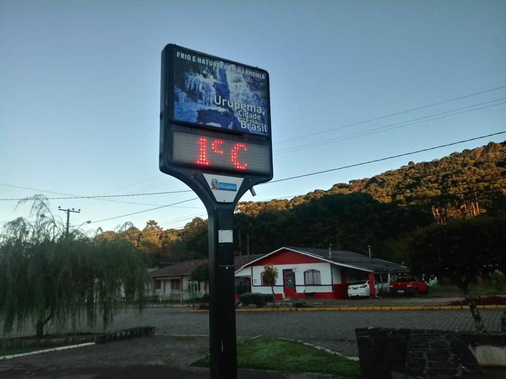 Termômetro no Centro de Urupema — Foto: Marleno Muniz/Prefeitura de Urupema/Divulgação