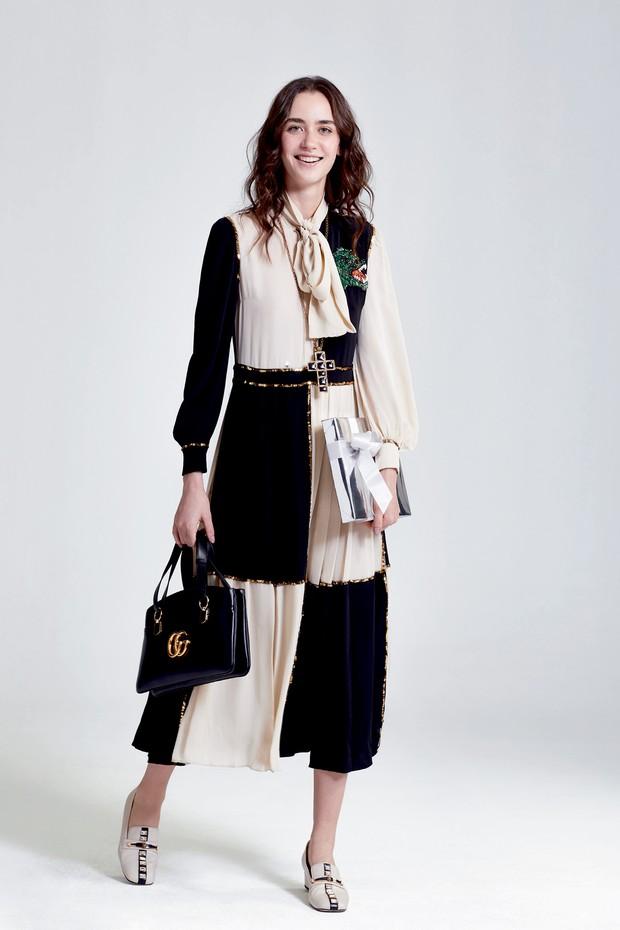 Maria Schlickmann usa vestido, colar de crucifixo, R$ 5.770, bolsa, R$ 12.400, e sapatos, R$ 5.630, tudo Gucci (Foto: Pablo Saborido)