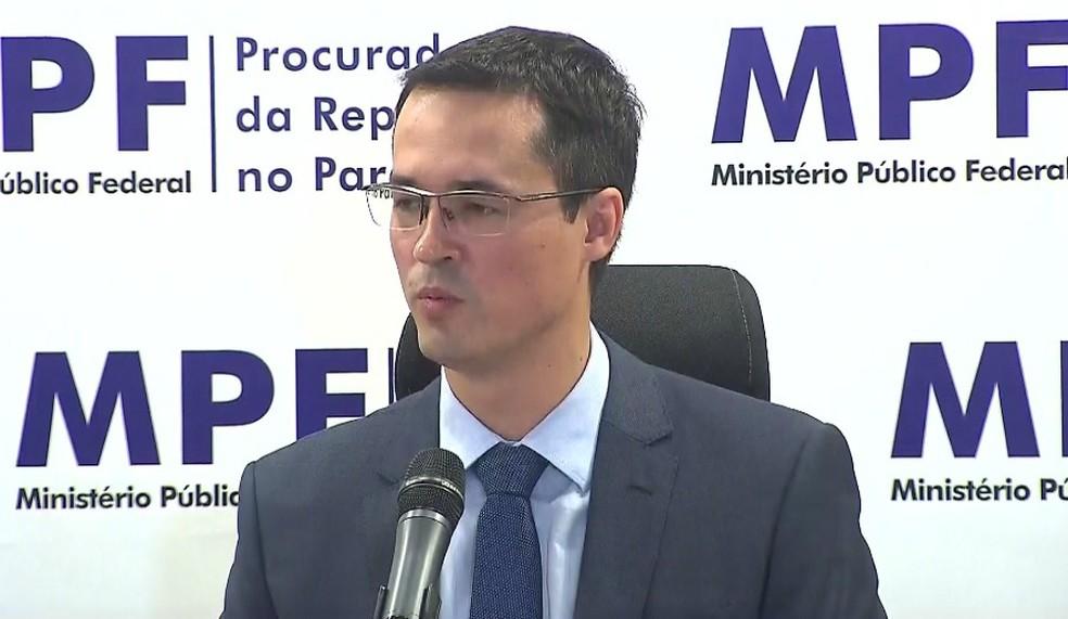 Deltan Dallagnol em coletiva de imprensa no Ministério Público Federal em Curitiba (PR) — Foto: Reprodução RPC