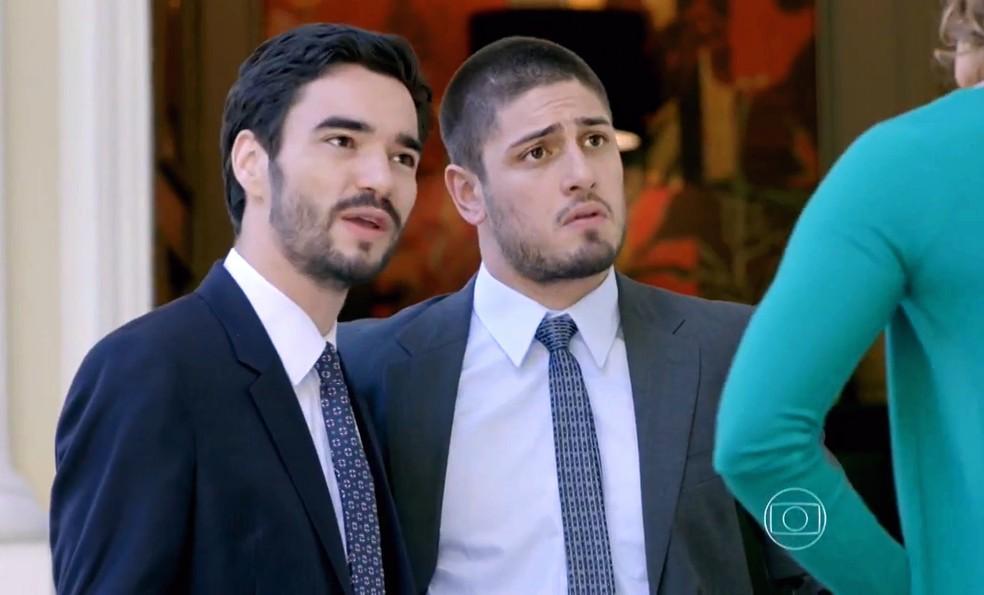José Pedro (Caio Blat) quer saber o que Cristina (Leandra Leal) foi fazer na Império — Foto: Globo