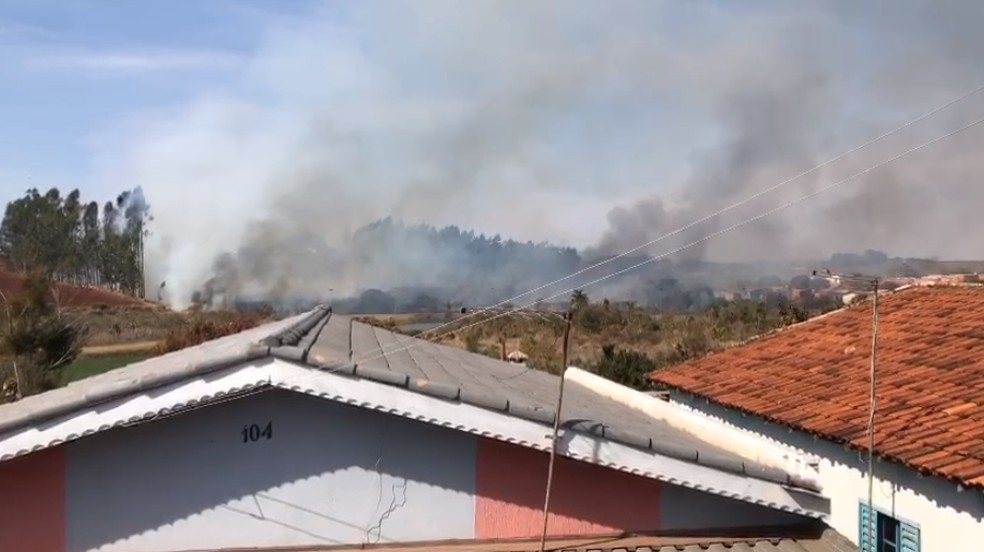 Bombeiros foram acionados após incêndio em Taquarituba — Foto: Arquivo pessoal
