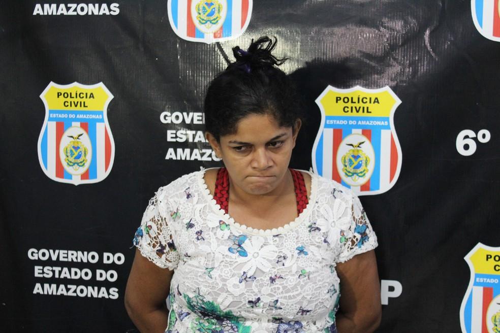 Mulher é suspeita de dar duas pauladas na cabeça de ex-companheiro (Foto: Patrick Marques/G1 AM)