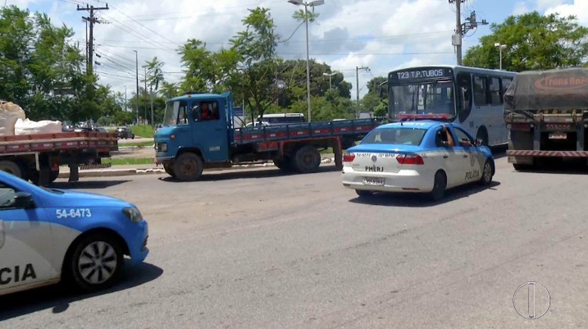 PM prende suspeito de participar de invasão no bairro Lagomar, em Macaé, no RJ