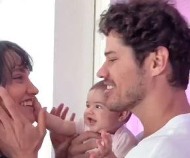Débora Nascimento, Zé Loreto e Bella (Foto: Reprodução/Instagram)