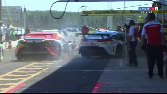 Atropelamento nos boxes fere três e encerra mais cedo corrida da Stock Light