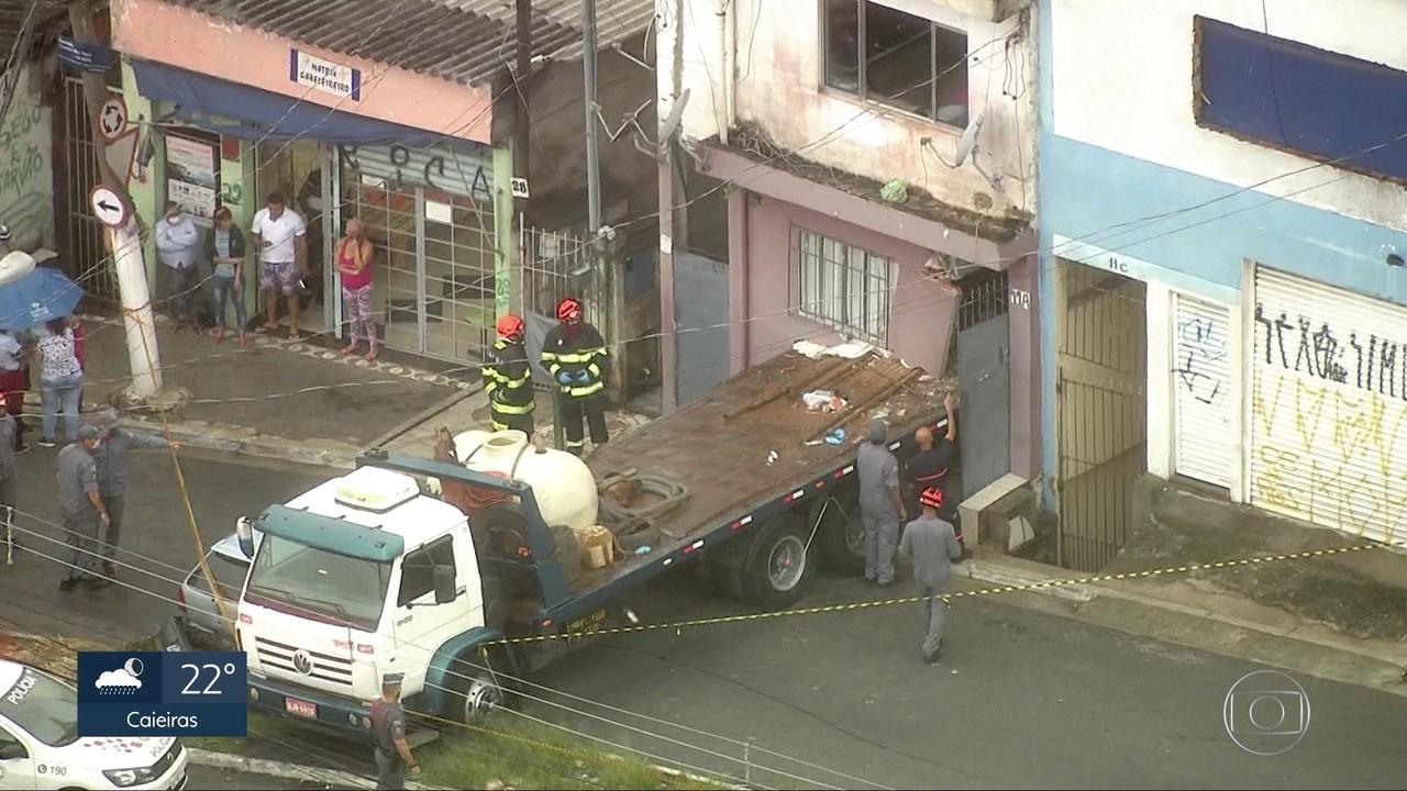Caminhão desgovernado atinge casa em Sapopemba