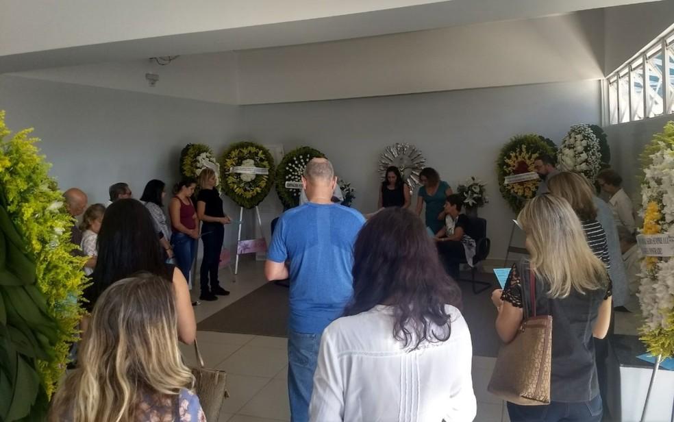 Velório do escritor José Mendonça Teles, em Goiânia, Goiás (Foto: Terciane Fernandes/TV Anhanguera)