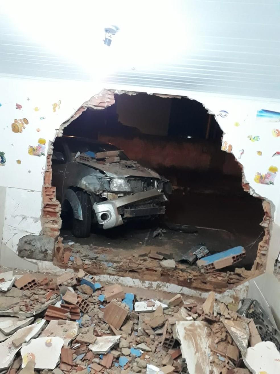 -  Berçário ficou completamente destruído após ser atingido, em Goiânia  Foto: TV Anhanguera/Reprodução