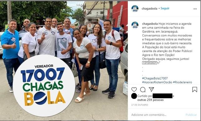 Felipe Queiroz (primeiro à direita) em foto publicada por Chagas Bola (PSL), ao centro, durante atividade de campanha no Rio