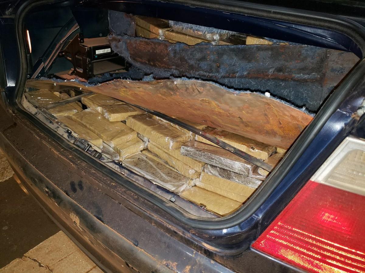 Casal De Argentinos 233 Preso Transportando 189 Kg De Maconha Em Carro Roubado Oeste E Sudoeste G1
