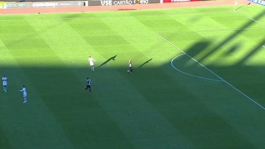 O jogo estava 0 a 0 quando deram esse impedimento errado de Gabigol...