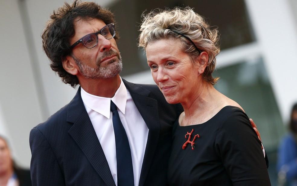 O diretor e roteirista Joel Coen e a atriz Frances McDormand  — Foto: REUTERS/Tony Gentile